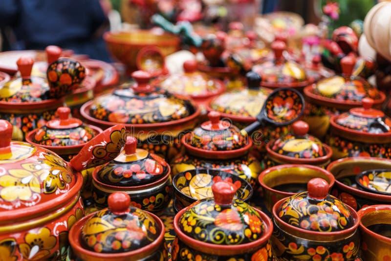 Mercancías hechas a mano, pintura decorativa rusa tradicional de utensilios de madera - Khokhloma fotografía de archivo libre de regalías