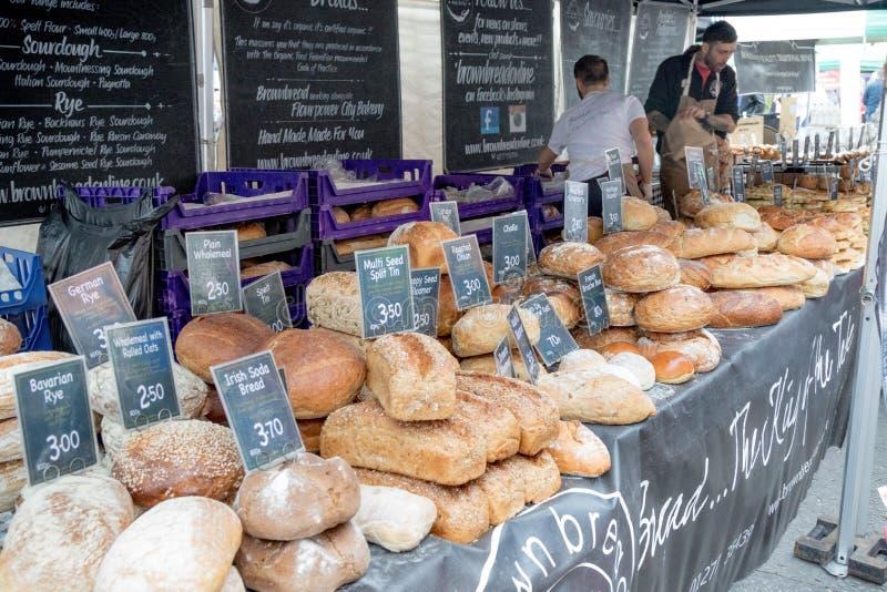 Mercancías para la venta en el festival de la comida de Farnham imagenes de archivo