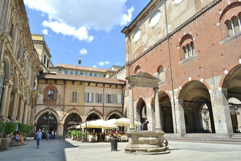 Mercanti-Quadrat, Kaufleute quadrieren, mittelalterliche alte Architektur in Mailand stockfotos