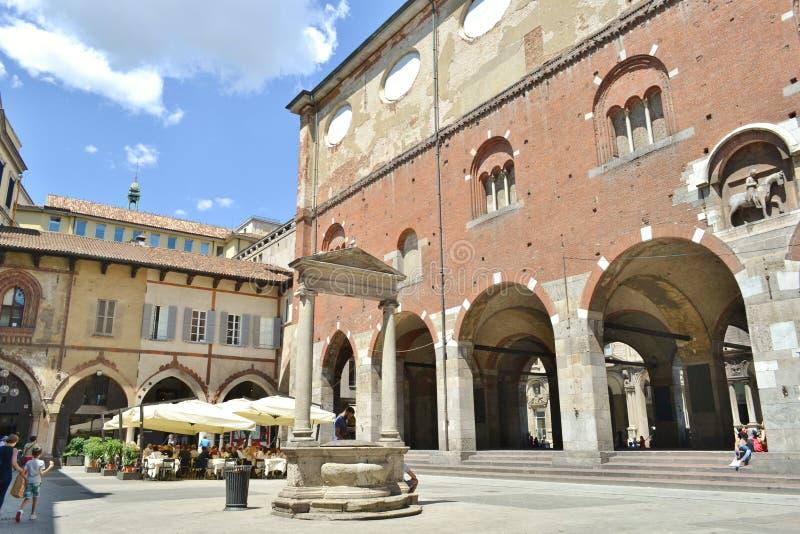 Mercanti-Quadrat, Kaufleute quadrieren, mittelalterliche alte Architektur in Mailand stockbilder