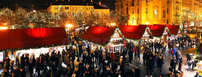 Mercati di Natale sul quadrato di Staromestske a Praga immagine stock libera da diritti