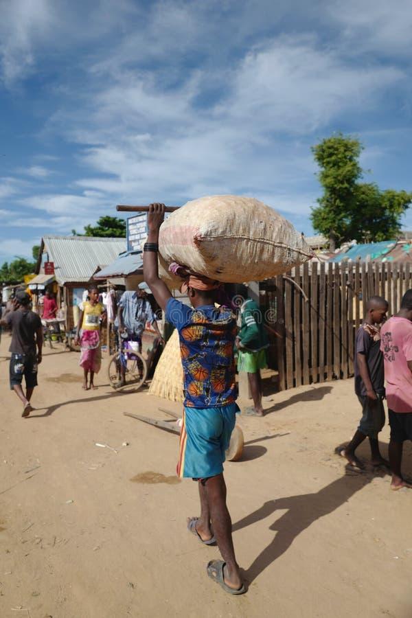 Mercato all'aperto in Morondava, Madagascar fotografie stock libere da diritti