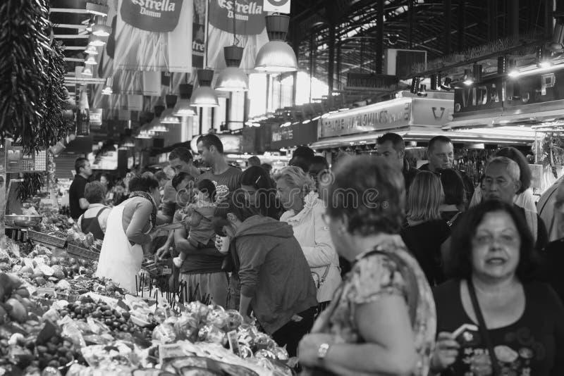 Mercato della Boqueria, Barcellona. Banco di frutta e verdura al mercato della Boqueira di Barcellona stock image