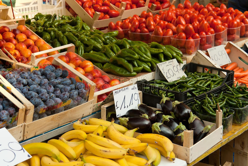 Mercato della verdura e della frutta immagine stock libera da diritti