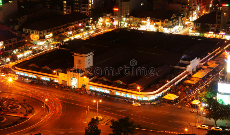 Mercato di Ben Thanh, Ho Chi Minh, Vietnam alla notte fotografia stock