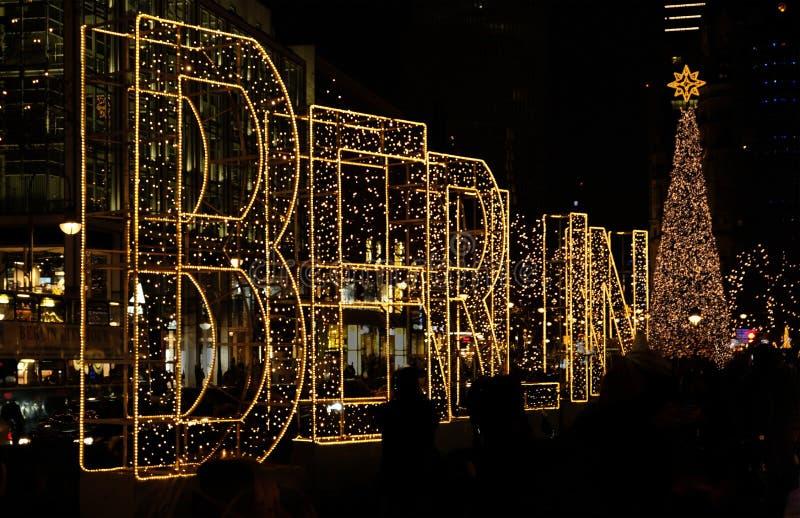 Mercato di Berlin Christmas alla notte fotografia stock libera da diritti