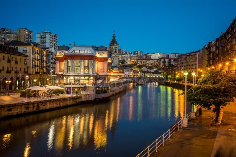 Mercato di Bilbao all'ora blu fotografie stock libere da diritti