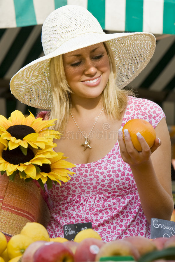 Mercato di frutta di estate fotografie stock