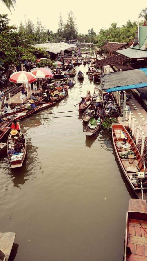Mercato di galleggiamento di Tha Kha fotografia stock libera da diritti