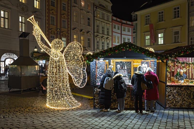 Mercato di Natale al maschio Namesti a Praga, repubblica Ceca fotografia stock libera da diritti