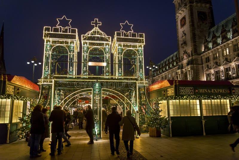 Mercato di Natale al quadrato del mercato di Rathaus, Amburgo, Germania fotografia stock
