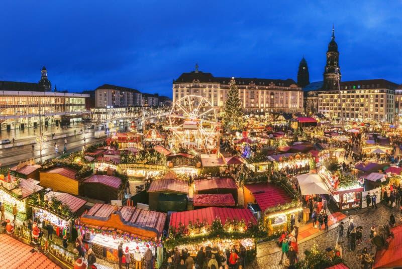 Mercato di Natale di Dresda, vista da sopra, la Germania, Europa I mercati di Natale è vacanze europee tradizionali dell'inverno fotografia stock libera da diritti