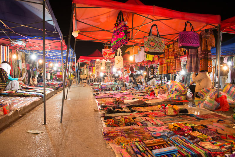 Mercato di notte in Luang Prabang fotografia stock libera da diritti