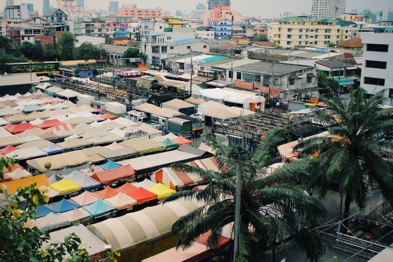 Mercato di notte in Tailandia, atmosfera pacifica di giorno fotografia stock libera da diritti