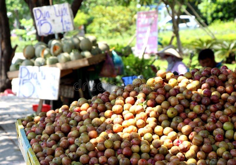 Mercato di strada del Vietnam nel giorno caldo di Saigon fotografie stock libere da diritti