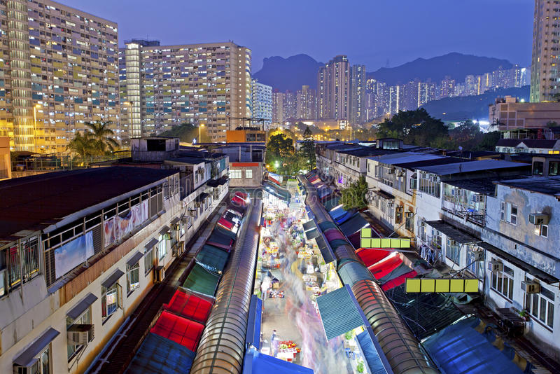 Mercato locale sotto Lion Rock Hill in Hong Kong Mostra Hong Ko fotografia stock libera da diritti