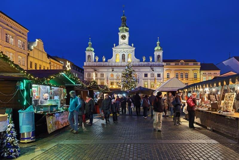 Mercato natalizio di Ceske Budejovice, Repubblica ceca fotografie stock libere da diritti