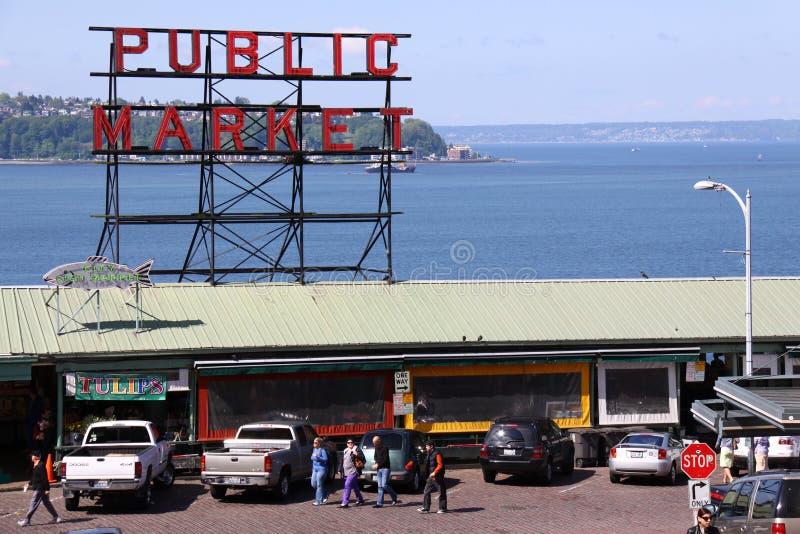 Mercato pubblico del posto del Pike - di Seattle e suono di Puget immagini stock