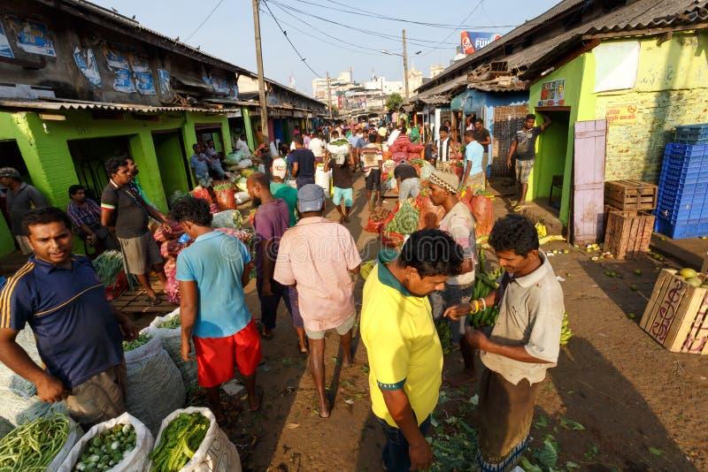 Mercato tradizionale di Pettah della via a Colombo, Sri Lanka immagine stock
