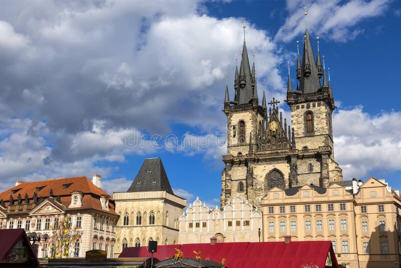 Mercato tradizionale di Praga Pasqua sul quadrato di Città Vecchia a Praga, repubblica Ceca immagini stock libere da diritti