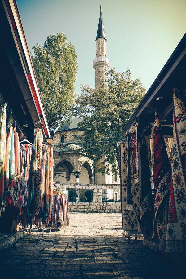 Mercato vicino alla moschea immagini stock libere da diritti