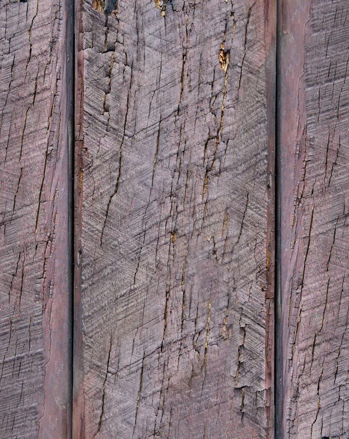 Merce nel carrello matura delle pere su fondo di legno Isolato su bianco fotografia stock