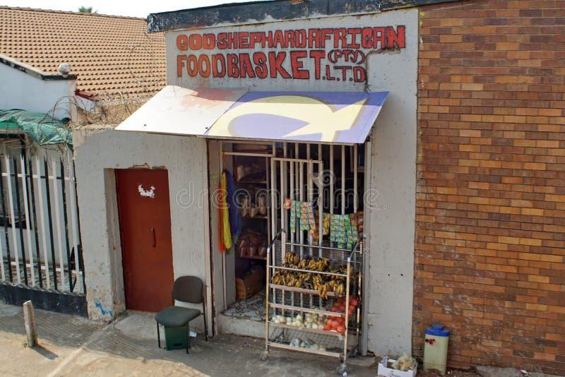 Mercearia em uma vizinhança residencial em Joanesburgo do sul fotografia de stock