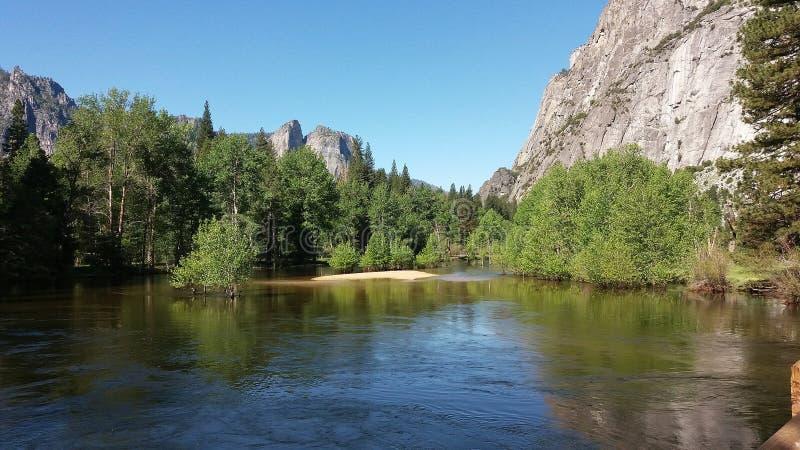Merced flod, Yosemite dal, Califonia royaltyfria foton