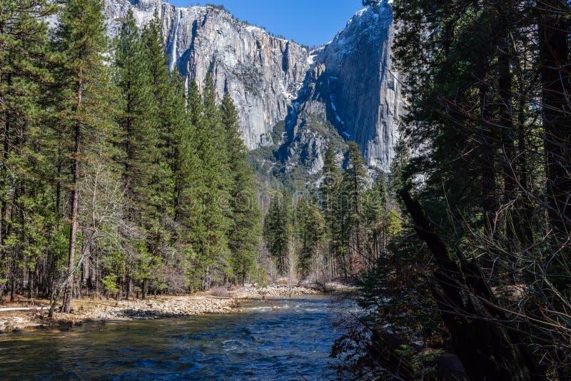 Merced rzeka Capitan w Yosemite parku narodowym i El zdjęcie royalty free