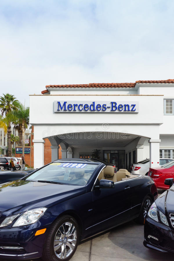 Mercedes-Benz Automobile Dealership lizenzfreie stockfotos