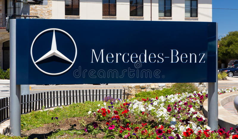 Mercedes-Benz Automobile Dealership Sign stockbild
