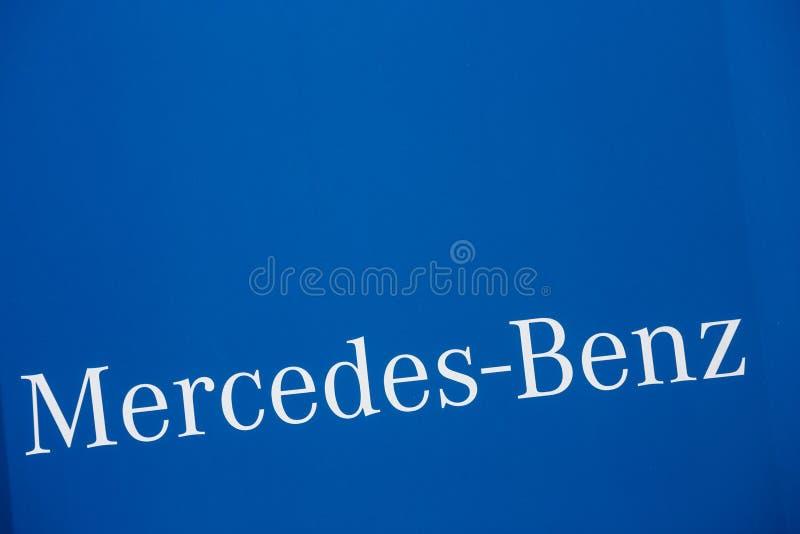 Mercedes-Benz-Autotext geschrieben lizenzfreies stockfoto