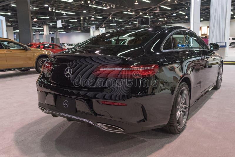 Mercedes-Benz E400 na exposição fotos de stock
