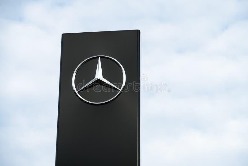 Mercedes Benz-Firmenzeichen lizenzfreies stockbild