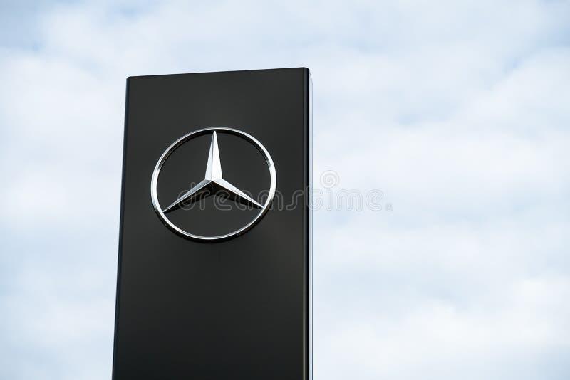 Mercedes Benz-Firmenzeichen stockbilder