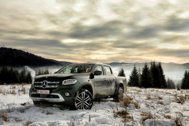 Mercedes-Benz X klasa w zimie fotografia stock