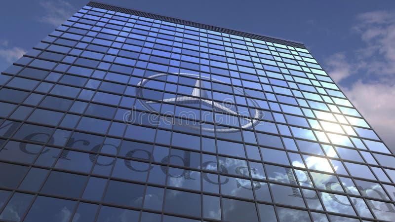 MERCEDES-BENZ-Logo gegen reflektierenden Himmel des modernen Gebäudes und Wolken, redaktionelle Wiedergabe 3D stockfoto