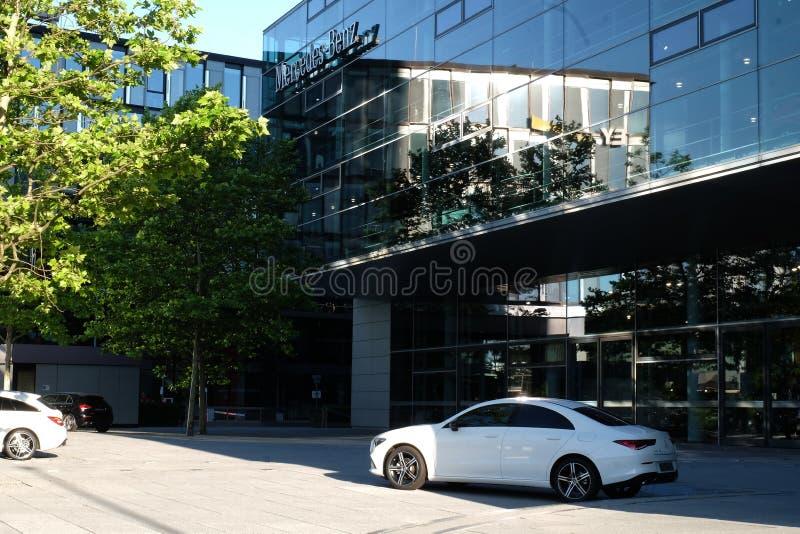 Mercedes Benz Munich in München lizenzfreies stockbild