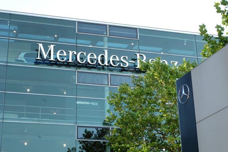 Mercedes Benz Munich in München lizenzfreie stockbilder