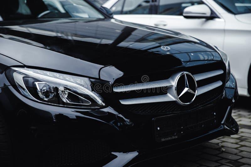 Mercedes Benz negra imagenes de archivo