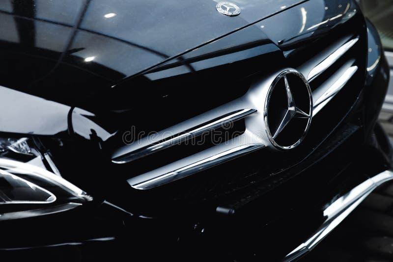 Mercedes Benz negra fotos de archivo