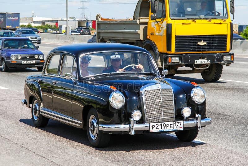 Mercedes-Benz W180 220S fotos de archivo