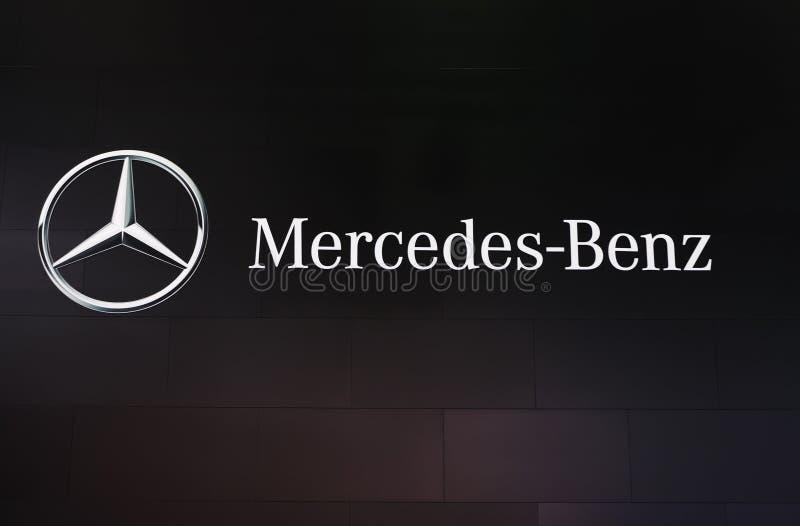 MERCEDES-BENZzeichen stockfoto