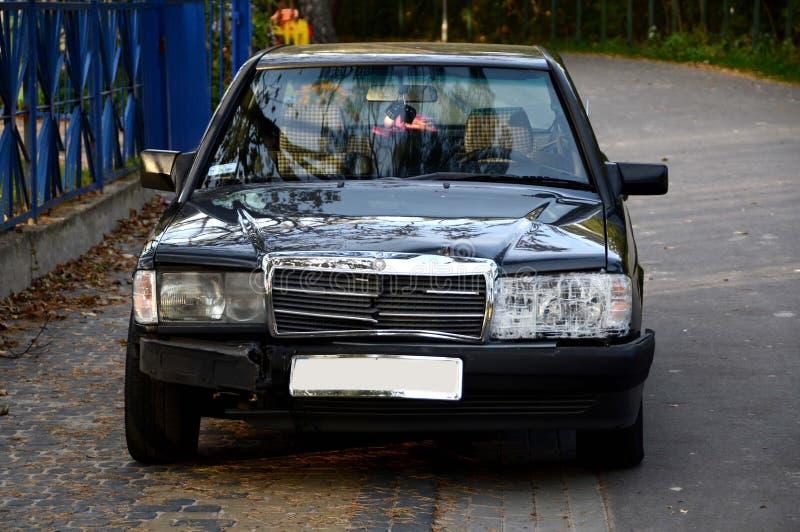 Mercedes golpeado velho fotografia de stock royalty free