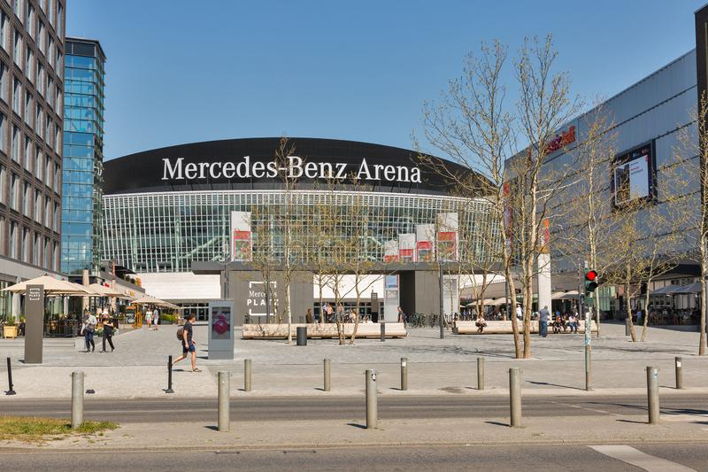 Mercedes Platz in Berlin, Deutschland lizenzfreies stockbild