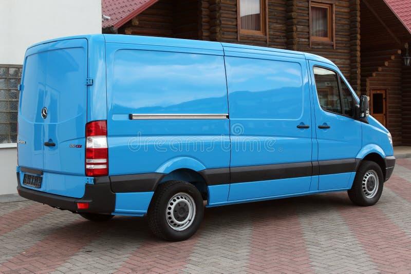 Mercedes Sprinter 313 blått för CDI 2009 arkivbild