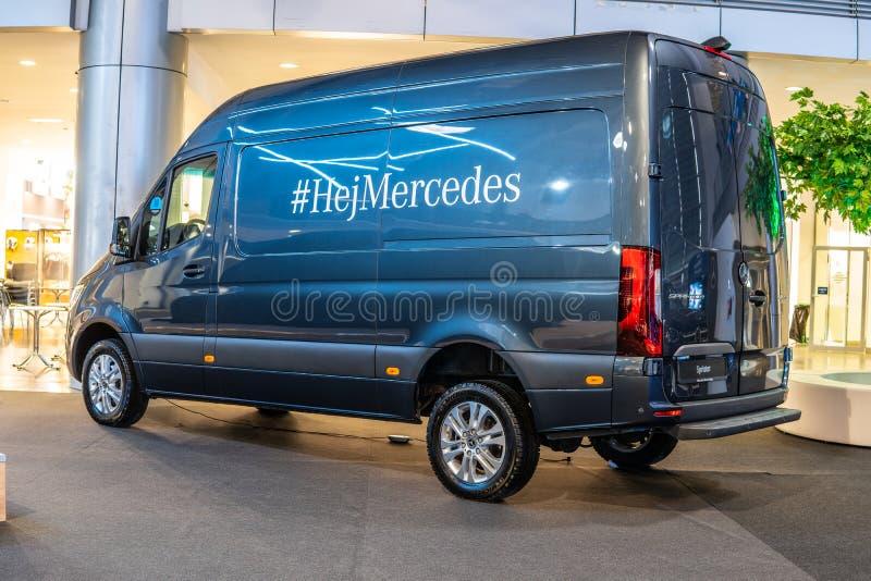 Mercedes Sprinter, tercera generaci?n producida por Mercedes Benz, veh?culo comercial ligero como camioneta pickup del microb?s d foto de archivo libre de regalías