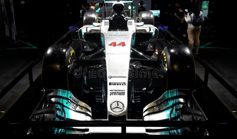 Mercedez AMG Petronas F1 samochód, Jadący Lewis Hamilton 44, wystawiającym podczas obrazy stock