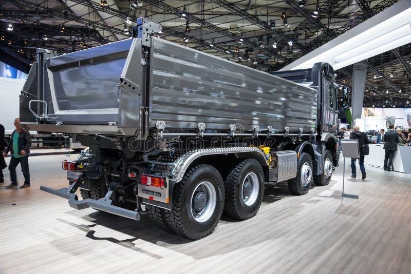 Mercedez Benz Arocs 4145 usypu ciężarówka obraz stock