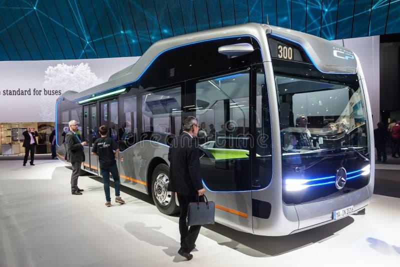 Mercedez Benz przyszłości autobus obrazy royalty free
